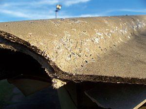 Descarte do amianto é um problema ambiental, visto que os produtos à base dele são resistentes, justamente o motivo de sua indústria ter se desenvolvido no mundo. Foto: Bill Bradley/Wikimedia Commons, 2007