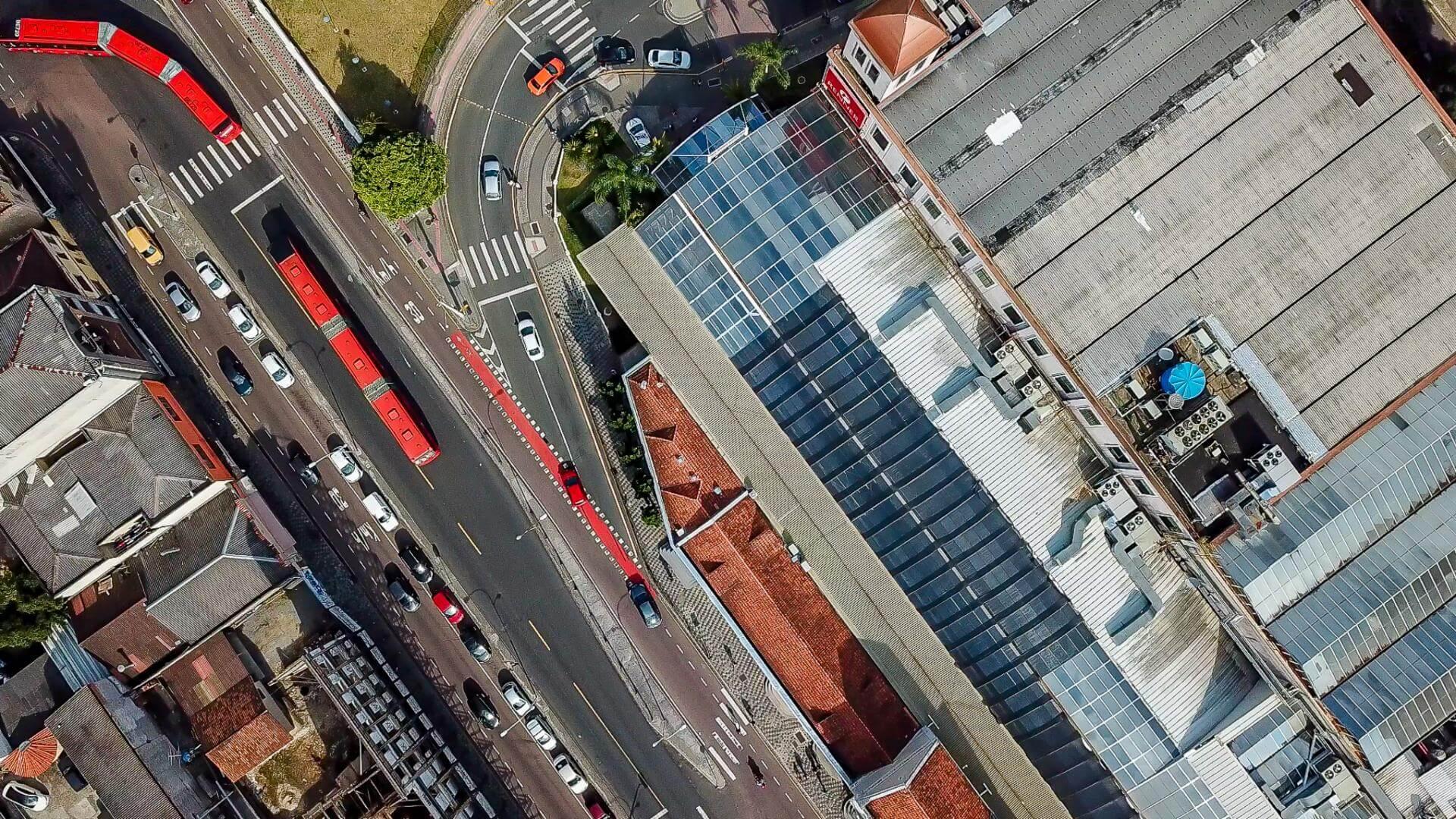 """Análise é de que, sistema não inova desde a década de 1990, com o surgimento dos """"ligeirinhos"""", a inserção dos ônibus biarticulados na frota e a integração entre a rede de transporte de Curitiba com a Rede Metropolitana em 1996. Fotos: Marcos Solivan/Sucom-UFPR, 2019"""
