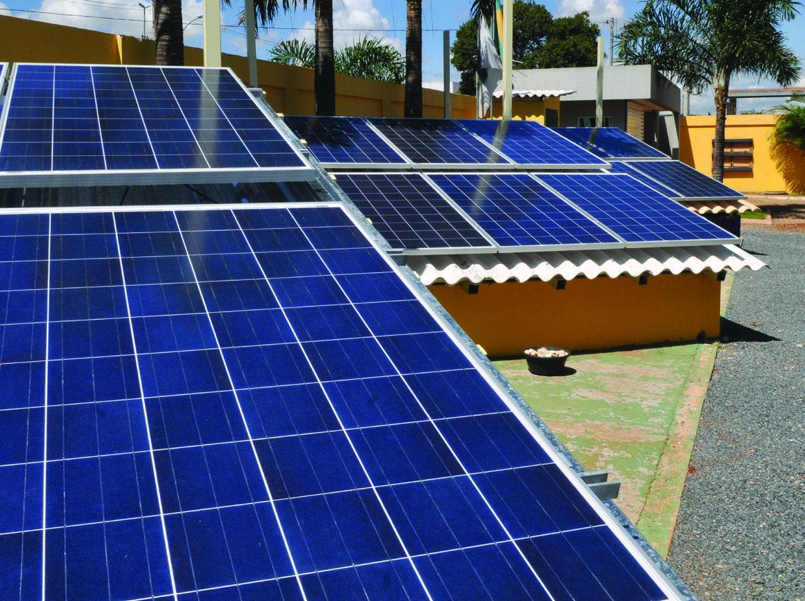 Painéis fotovoltaicos serão instalados em campus de Curitiba até 2018 para geração de energia. Foto: Wilson/Agência Brasília